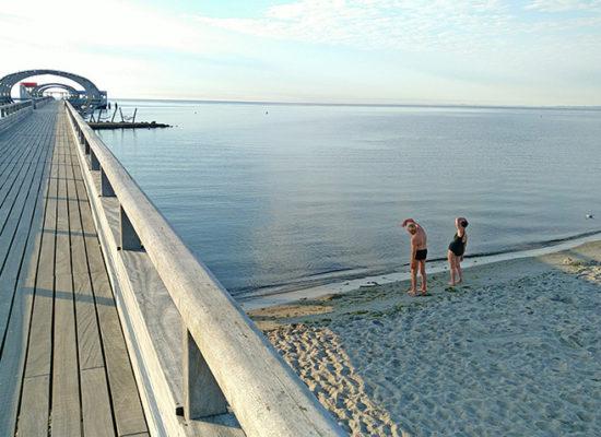 Kellenhusen Ferienhaus Nixe - Frühsport am Strand neben der Seebrücke