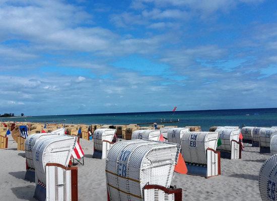 Kellenhusen Ferienhaus Nixe - Strand mit Strandkörben