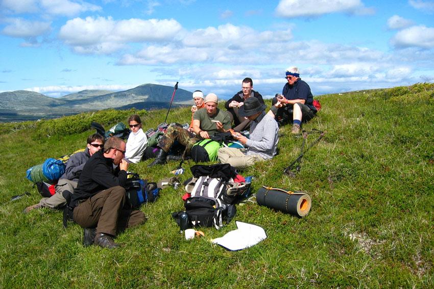 rucksack-reisen-aktivcamp-idre-sommer-aussicht-pause