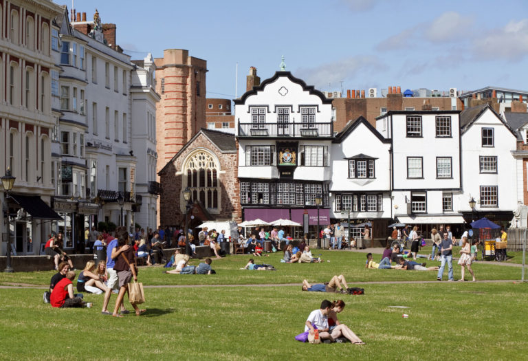 sprachreise-exeter-england-cathedral-square-gross