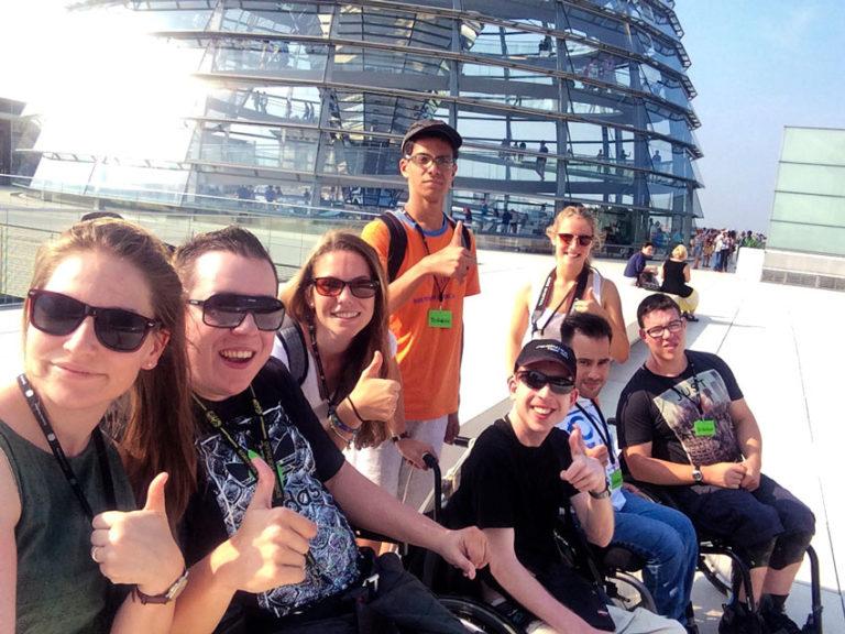 yat-reisen-jugendliche-mit-behinderungen-berlin-bundestag