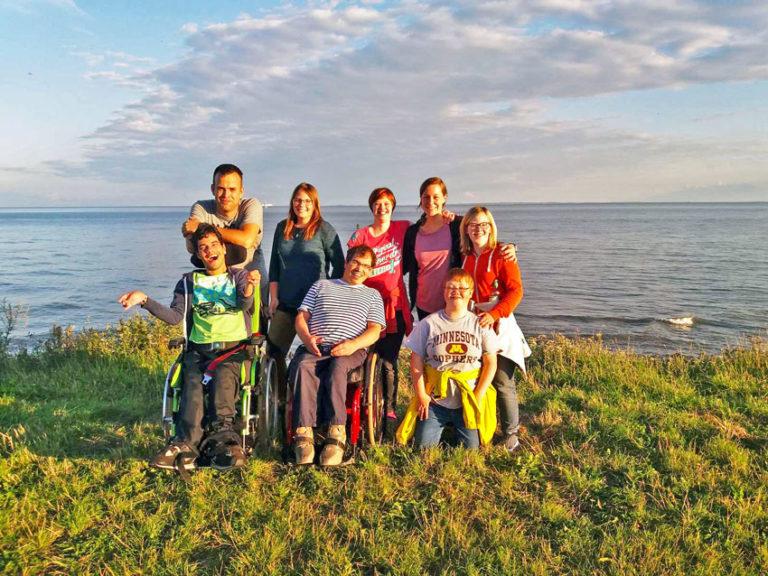 yat-reisen-jugendliche-mit-behinderungen-gruppe-meer